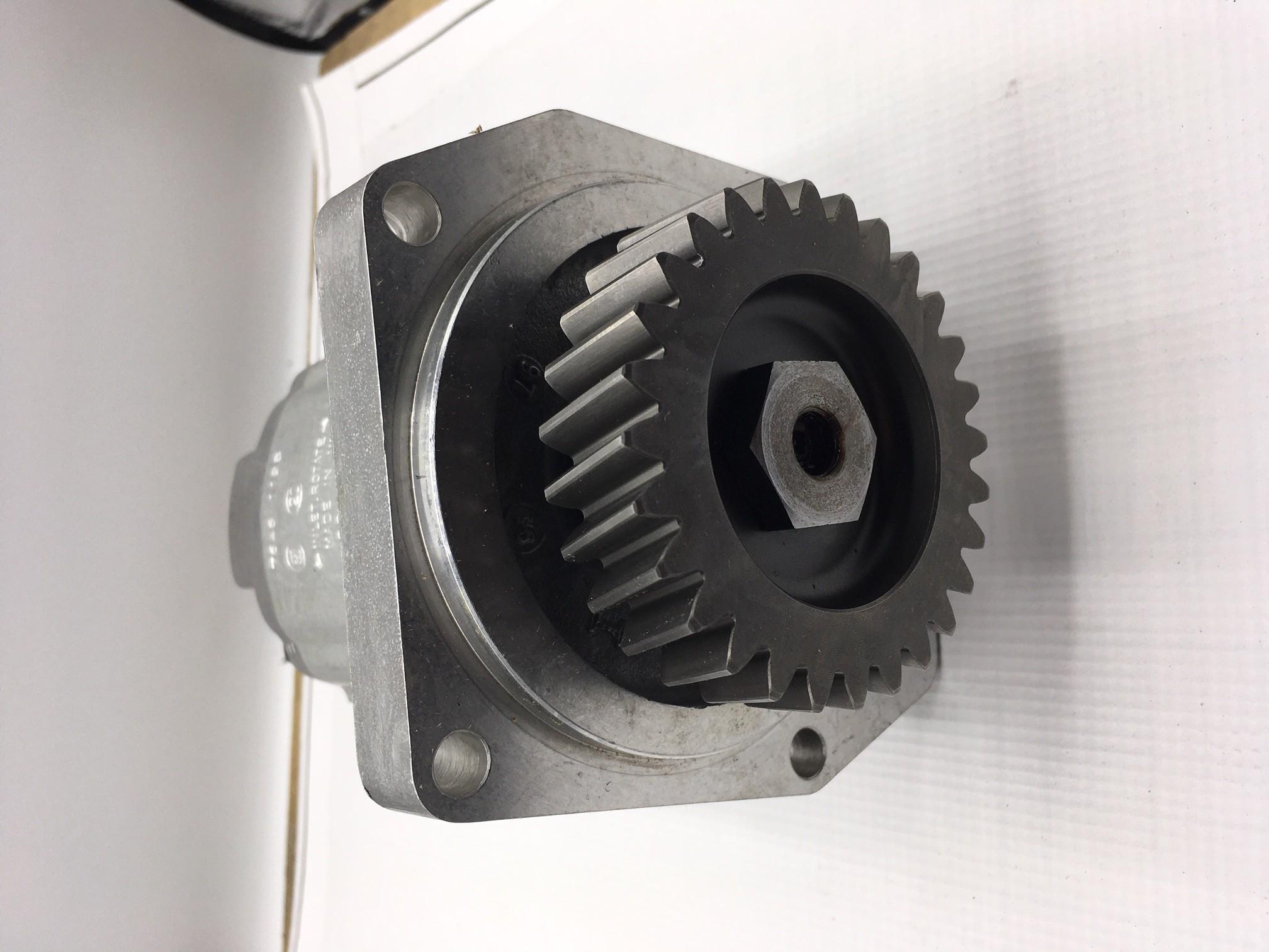 pompa hydrauliczna  silnik PERKINS 4.236